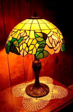Shasta Starr Ranch B&B: Pretty lamps in the Southeast room