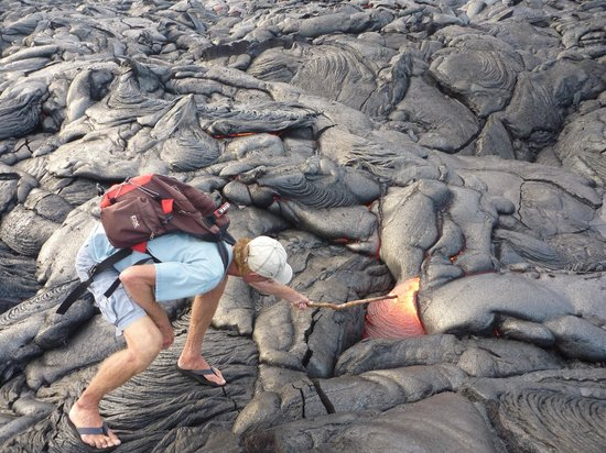 David Ewing Lava Walking Tours: Getting your own sample - David shows how it is done