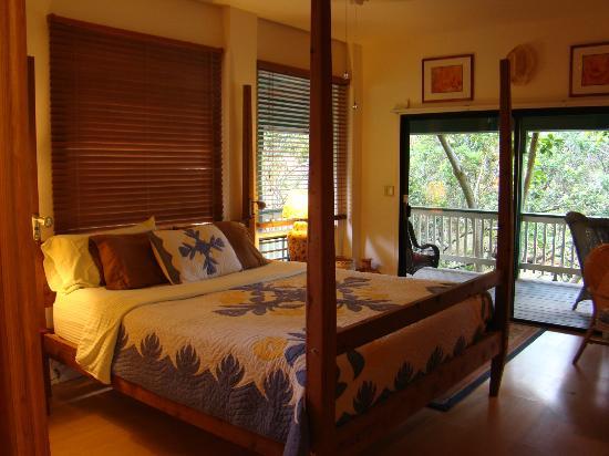 Kauai Country Inn: Master bedroom - Plumeria Suite