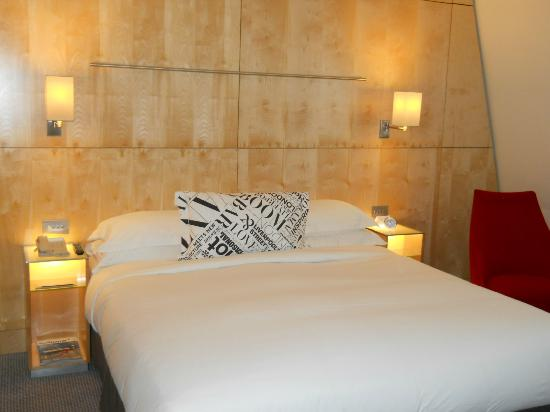Andaz London Liverpool Street: King bed in 558