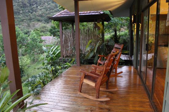 El Silencio Lodge & Spa: Our private porch and hot tub (in the background).