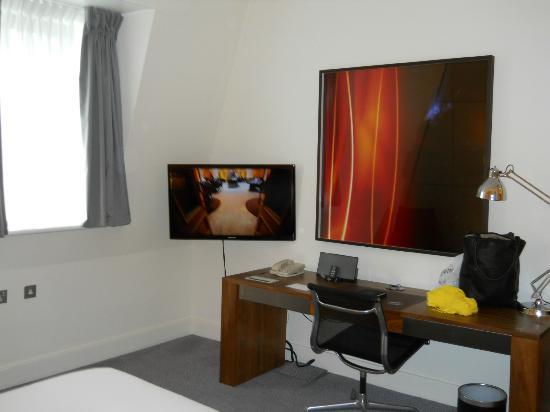 Andaz London Liverpool Street: TV in 558