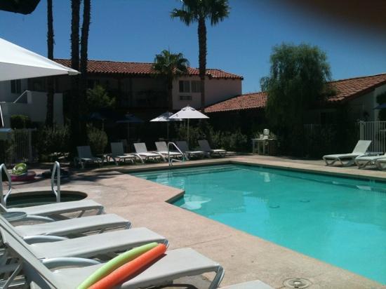 Alcazar Palm Springs : pool area