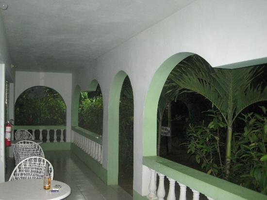 Hidden Paradise Resort Hotel: Patio