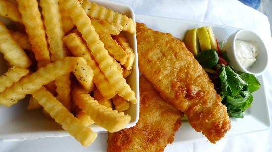 MLC Cafe & Bar: Snapper & chips