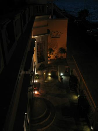 Casa Lucila Boutique Hotel: Hotel at night