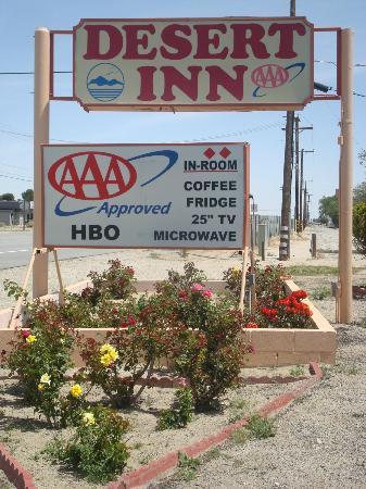 Desert Inn: Hotel Exterior