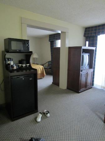 Quality Inn & Suites: view of bedroom and living room