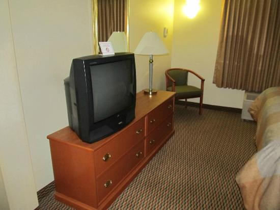 BEST WESTERN PLUS Airport Inn & Suites: Bedroom1_ Suite-1 King Bed