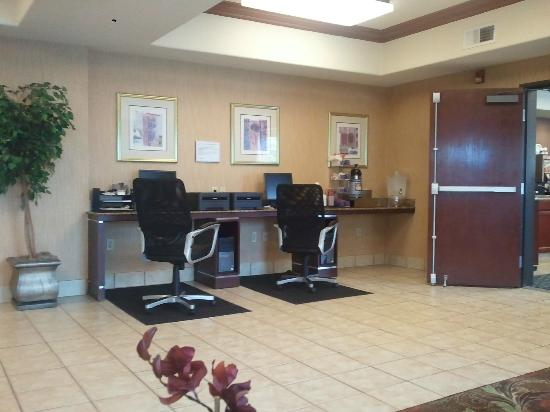 BEST WESTERN PLUS Airport Inn & Suites: Reception Area_1