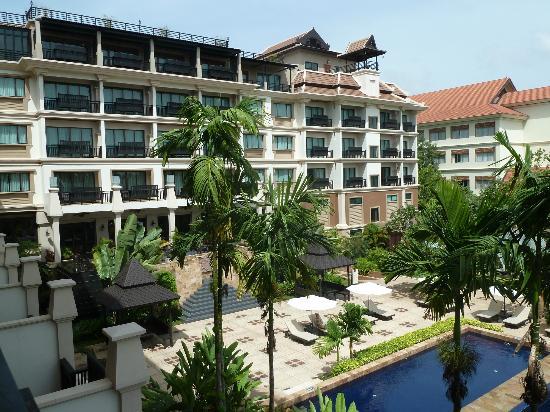Angkor Miracle Resort & Spa: Gardens and hotel