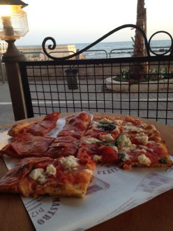 Mastro Titta Pizza: pizza for 2. with a view