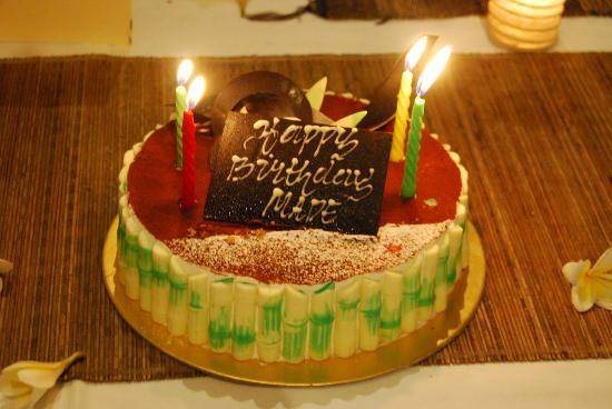 เซียนน่า วิลล่าส์: The birthday cake they ordered for us. Tiramisu lined with white chocolate bamboo pieces. YUM!