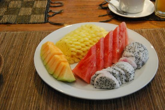 Sienna Villas: Some breakfast fruit (cantaloup, watermelon, pineapple, and dragon fruit).
