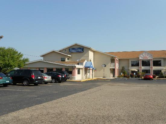 Travelodge Grand Rapids: front of motel