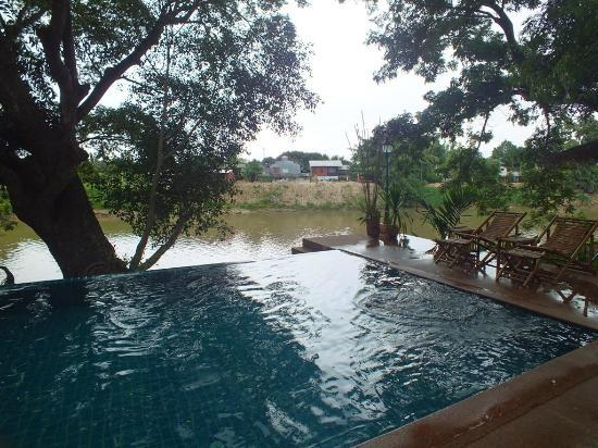 Baan Nam Ping Riverside Village: The pool