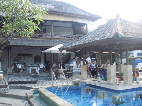 Balisani Padma: Breakfast/Food area, Pool and pool bar