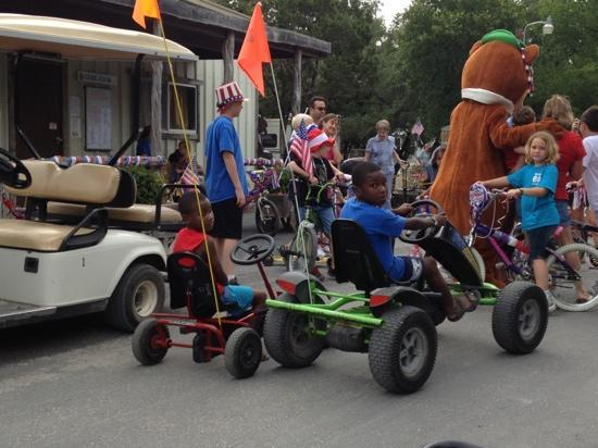 Yogi Bear's Jellystone Park Camp-Resort Hill Country: 4th July parade