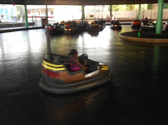 Throwback Pirate Ship And It Goes Upside Down Picture Of Carowinds Charlotte Tripadvisor