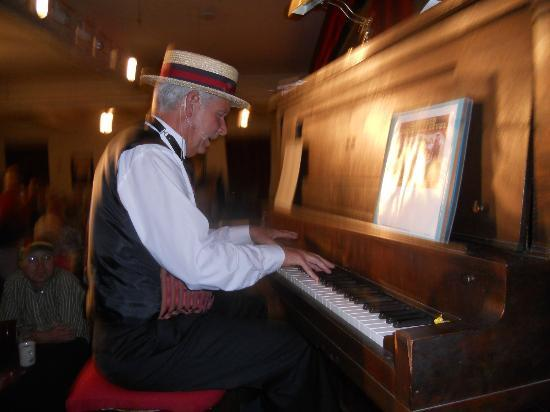 Glenwood Vaudeville Revue : Sing-a-long and Ragtime Piano