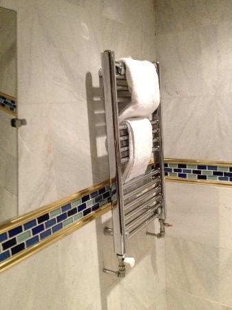 Newton Hotel: Heated towel rail (turned off cause it was pretty warm)