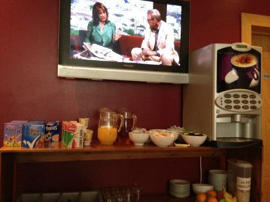 Newton Hotel: Breakfast