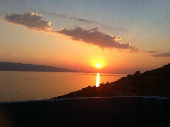 KONOBA VAL: Sonnenuntergang von der Terrasse