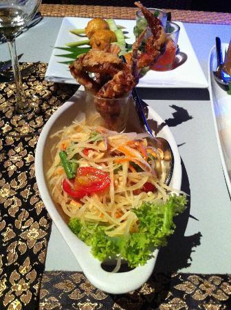 Charm Thai Restaurant at Holiday Inn Resort: Som Tam green papaya salad with soft shell crab