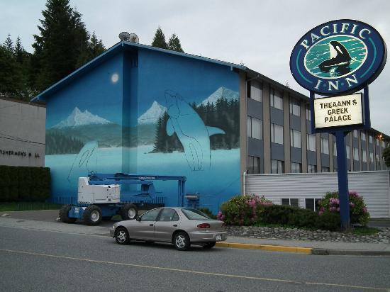 Pacific Inn with new Mural