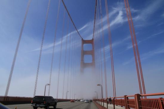 fahrt ber br cke im nebel bild von golden gate bridge san francisco tripadvisor. Black Bedroom Furniture Sets. Home Design Ideas