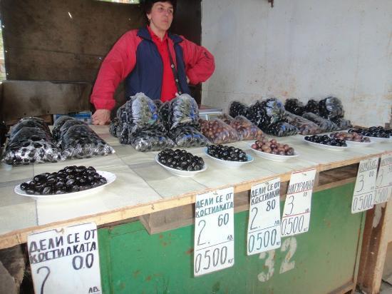 Zhenski Pazar Women's Market: オリーブ屋さん