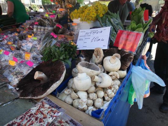 Zhenski Pazar Women's Market: 大きなマッシュルーム