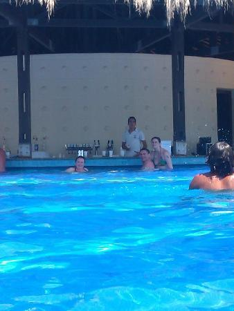 Marhaba Club Hotel : pool bar