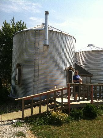 Marcia's Bed and Breakfast: Grain Bin