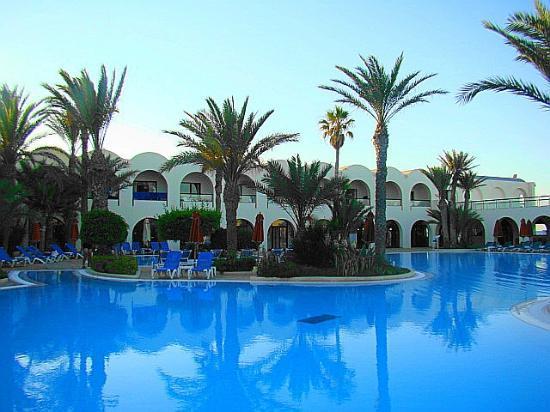 SENTIDO Djerba Beach: Schmucker Pool im Innenhof