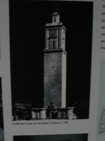 So sollte der Turm aussehen (Dokumentation im Gauforum Weimar)