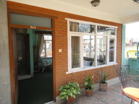 Mount Annapurna Guest House: 3面窓