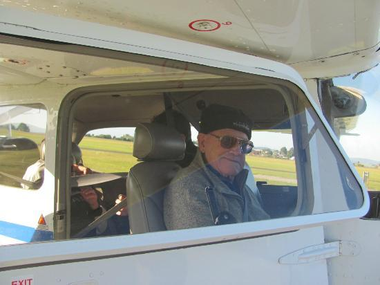 Quantum Aviation Day Tours : my Dad very happy