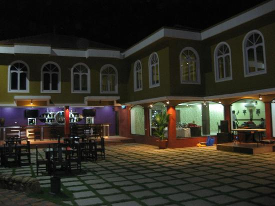 Goa - Villagio, A Sterling Holidays Resort: Pool side Bar and Restaurant during evening