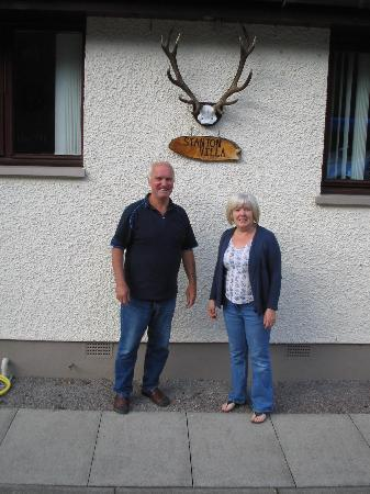 Stanton Villa B&B: Patrick and Christine outside Stanton Villa on 04.06.2012 at the start of the trip.