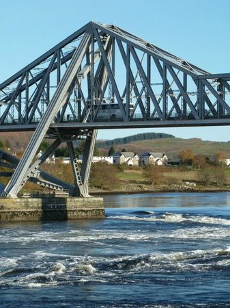Lochnell Arms Hotel: Falls of Lora and Connel Bridge