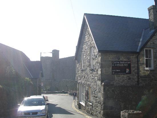 Castle Restaurant & Armoury Bar: The restaurant right by the castle