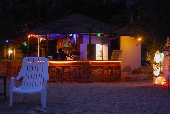 Montalay Beach Resort: The Beach Bar