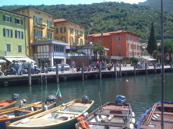 Hotel Garda - TonelliHotels: a quaint little Marina close to Riva