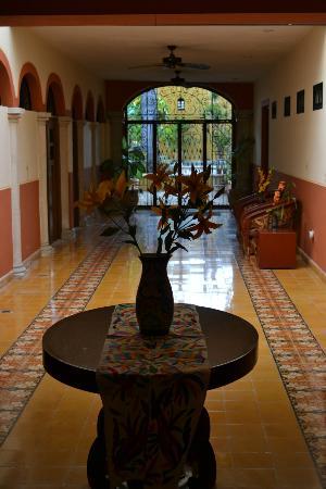 Luz En Yucatan: Hallway