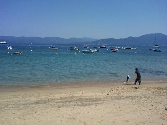 La Mouette: vue de la terrasse qui donne sur la plage