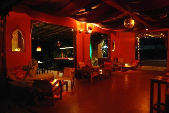 MOOV Restaurant, Club & Art Garden: Interiors