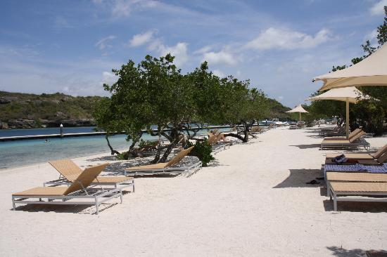 Santa Barbara Beach & Golf Resort, Curacao : Plage aménagée
