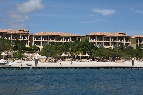 Santa Barbara Beach & Golf Resort, Curacao : Hôtel vu depuis le bateau