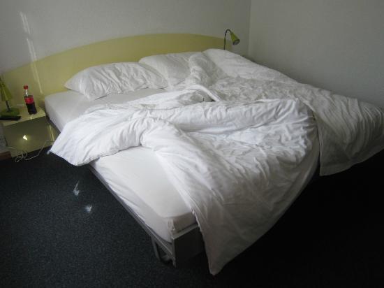 Hotel Waldhorn: comfy bed